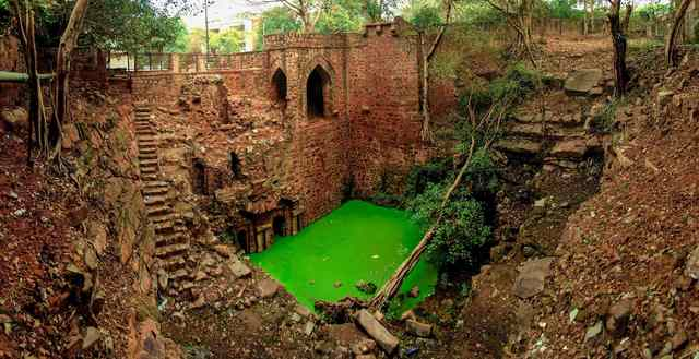 rambles-in-the-ridge-the-mysterious-hindu-rao-baoli